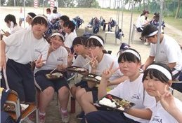 お弁当は育ち盛りの中学生にも大好評
