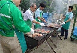 250食分の牛肉を焼き続けます!