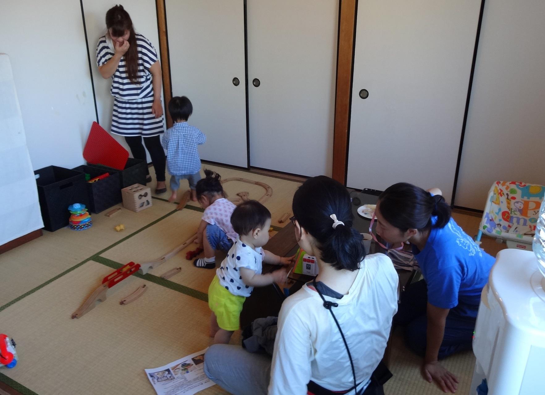 和室で子どもたちものびのび