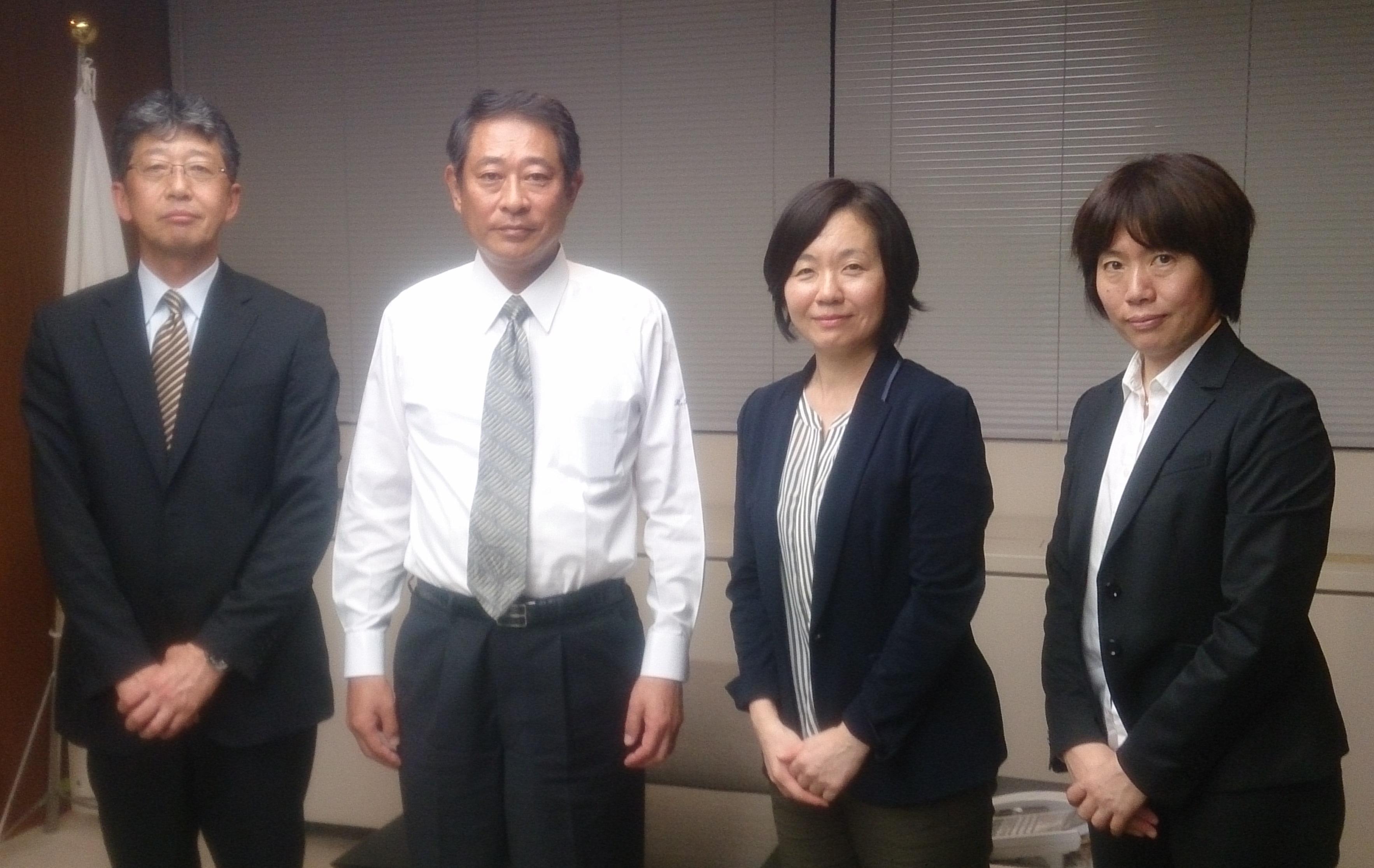 左から庭野理事長、田中区長、奥山組合員常任理事、加藤組合員理事