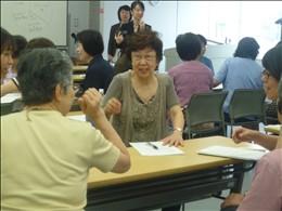 グループに分かれ、さまざまな事例を演習